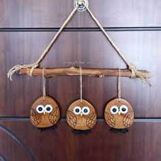 Owl Craft – How to make adorable wood slice owl ornaments. Fall decor that kids can help make. Owl Craft – How to make adorable wood slice owl ornaments. Fall decor that kids can help make. Here& an owl craft th Owl Crafts, Diy Home Crafts, Arts And Crafts, Wood Slice Crafts, Wooden Crafts, Christmas Wood, Christmas Crafts, Wood Circles, Owl Ornament