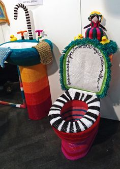 Yarn bombing taken to extremes! A yarn bombed house complete with toilet and sink. An installation from the Royal Melbourne Show last year. Knit Art, Crochet Art, Crochet Patterns, Funny Crochet, Yarn Bombing, Guerilla Knitting, Extreme Knitting, Urbane Kunst, Knitting Yarn