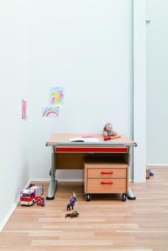 Kinderschreibtisch moll  moll #Joker #Kinderschreibtisch http://moll-funktion.com/produkt ...