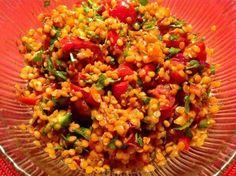 Das perfekte Roter Linsensalat-Rezept mit Bild und einfacher Schritt-für-Schritt-Anleitung: Das Tomatenmark mit dem Agavensirup in  einem Topf leicht…