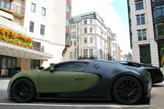 Outrageous is the only way to describe the Bugatti Veyron. The fastest production car in the world with a top speed of E90 Bmw, Dream Car Garage, Epic Photos, Amazing Pictures, Modified Cars, Bugatti Veyron, Car Manufacturers, Car Car, Hot Cars