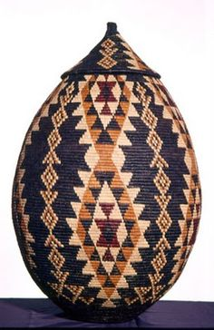 Depending on the type of lid these African baskets have, they are referred to as either Ukhambas or Isichumo. Each Zulu basket is handcrafted from Ilala palm. African Crafts, African Home Decor, African Art, African Style, African Women, Zulu, African Textiles, African Fabric, Art Africain