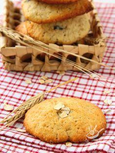 Cookies oatmeal and almonds - Se amate i sapori genuini e rustici cimentatevi nei Biscotti alla farina di avena e mandorle. Come i dolcetti che faceva la nonna, intramontabili! #biscottifarinadiavenamandorle