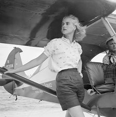 Patsy Pulitzer leaning against a seaplane belonging to the Everglades Flying Service, at Palm Beach, Florida, 1955 Photo Slim Aarons Slim Aarons, Palm Beach Florida, Vintage Photography, Fashion Photography, Art Photography, Fotos Pin Up, Fashion Models, Fashion Tips, Ladies Fashion