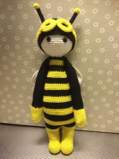 bee mod based on Buzz the house fly made by Kristine T. / crochet pattern by lalylala