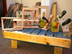 Stuff I make from recycled pallets.…