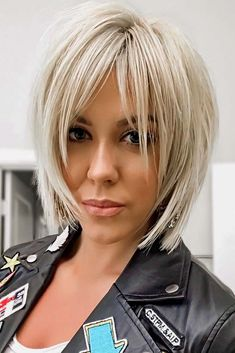 The Best 60 Most Popular Pixie And Bob Short Hairstyles 2019 - Frisyrer Edgy Haircuts, Haircuts With Bangs, Short Bob Hairstyles, Blonde Hairstyles, Hairstyles Haircuts, Short Choppy Haircuts, Pixie Haircuts, Med Shag Hairstyles, Bob Hairstyles For Fine Hair With Fringe