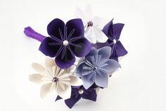 折り紙の結婚式のペーパーの花束 - ビーズと紫と白い花 ストックフォト/1枚の折り紙では作れないのが難点