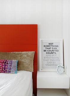 Um décor bonito e funcional. Veja: http://www.casadevalentina.com.br/projetos/detalhes/de-bem-com-o-bolso--608 #decor #decoracao #interior #design #casa #home #house #idea #ideia #detalhes #details #style #estilo #cozy #aconchego #conforto #casadevalentina #bedroom #quarto