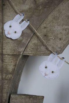 Une guirlande de lapins ! at home
