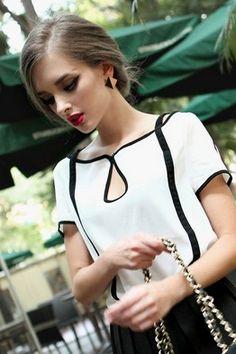 Белая блуза с коротким рукавом и с черной отделкой