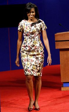 Fancy Floral from Michelle Obama's Best Looks Michelle joins her husband after a Universtiy of Mississippi debate in this floral number by up-and-coming designer Thakoon. Ghana Fashion, Diva Fashion, African Fashion, Barak And Michelle Obama, Presidente Obama, Dascha Polanco, Michelle Obama Fashion, Madam President, Princess Kate Middleton