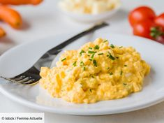 This surprising ingredient makes scrambled eggs super fluffy - Classic scrambled eggs may seem simple, but it's hard to get a perfectly uniform batch every time - Breakfast Burger, Breakfast Plate, Breakfast For Dinner, Breakfast Recipes, Dinner Recipes, Pollo Y Waffles, Chicken And Waffles, Breakfast Potato Casserole, Sweet Potato Breakfast