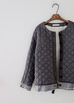 라르니에 정원 LARNIE Vintage&Zakka Clothing Boxes, Sweaters, How To Wear, Clothes, Vintage, Garden, Fashion, Winter Wear, Outfits
