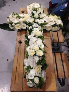 Croix deuil blanc fleurs
