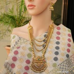The Indian Traditional wedding necklace set is 30 cm long with 3 cm and earrings. Silver Anklets Designs, Gold Ring Designs, Gold Bangles Design, Wedding Necklace Set, Bridal Necklace, Indian Jewelry Sets, India Jewelry, Bridal Jewelry, Gold Jewellery