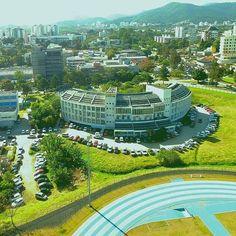 Vista linda do nosso campus Florianópolis, com destaque para o prédio da…