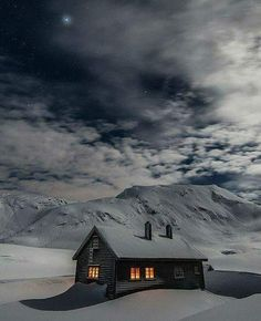 Architektur: Black House Schwarzes Haus / Schwarzes Haus + Winter Are You Safe Without A Ladder Lock Winter Szenen, I Love Winter, Winter Cabin, Winter Night, Snow Cabin, Cozy Cabin, Winter Christmas, Beautiful Places, Beautiful Pictures