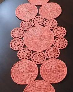 Crochet Booties Pattern, Crochet Rug Patterns, Crochet Basket Pattern, Christmas Crochet Patterns, Doily Patterns, Crochet Motif, Crochet Designs, Freeform Crochet, Crochet Table Runner