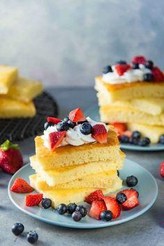 Fluffy & Soft Sheet Pan Pancakes #sheetpanmeals #sheetpanpancakes #pancakes #breakfastrecipes