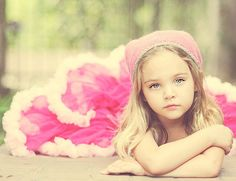 cute photo idea for the girls--- Carlita this looks like Kennedy to me! :)