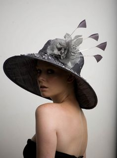 Wouldn't this be adorable at the Kentucky Derby..... so Southern Chic.