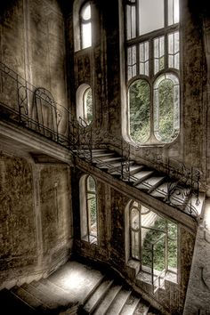 abandoned house in France - I would love to know the stories behind these abandoned buildings. Such beauty. Abandoned Buildings, Abandoned Mansions, Old Buildings, Abandoned Places, Abandoned Castles, Abandoned Library, Ancient Buildings, Haunted Places, Beautiful Architecture