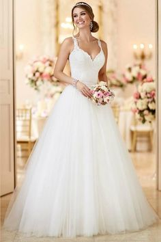Wedding gown by Stella York.Check out more gorgeous dresses in our Stella York gown gallery ► 2 In 1 Wedding Dress, Spaghetti Strap Wedding Dress, Wedding Dresses With Straps, Wedding Dresses 2018, Tulle Wedding, Designer Wedding Dresses, Bridal Dresses, Wedding Dress Styles, Spaghetti Straps