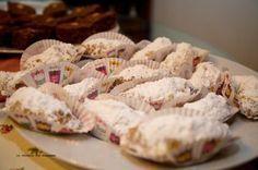 ΥΛΙΚΑ 2 κούπες καρύδια χοντροκομμένα 3 κούπες ελαιόλαδο η σπορέλαιο 1 κούπα ζάχαρη άχνη 1/2 κούπα ανάμεικτο χυμό πορτοκαλιού και λεμ... Greek Sweets, Greek Desserts, Greek Recipes, Vegan Recipes, Cooking Recipes, Sweet Cookies, Sweets Cake, Christmas Desserts, Healthy Cooking