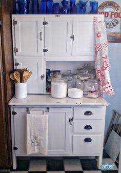Old fashioned kitchen hutch Vintage Kitchen Cabinets, Kitchen Hutch, Painting Kitchen Cabinets, New Kitchen, Kitchen Decor, Kitchen Queen, Rustic Cabinets, Grey Cabinets, Kitchen Ideas
