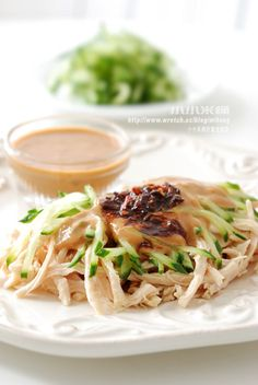 Sesame sauce chicken breast with cucumbers tossed 麻醬棒棒雞絲   小小米桶