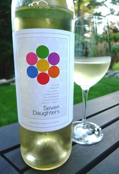 Another Pinner:Although this label looks rather simple, each circle represents one of the blends inside and the name Seven Daughters. Very nice IMPDO. Anybody tasted this? Wine Drinks, Cocktail Drinks, Alcoholic Drinks, Cocktails, Wine Packaging, Packaging Design, Wine Bottle Design, Wine Reviews, Grape Juice