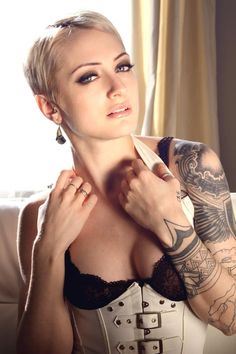 womensshorthairstyles:  SEXY Blonde Pixie.. Perhaps blondes do have more fun?