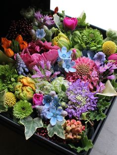 A box of flowers. I hear these are popular arrangements in the Far East. But they'd be expensive because of all the individual blooms.I like the idea :) Types Of Flowers, Green Flowers, Pretty Flowers, Arte Floral, Flower Boxes, Amazing Flowers, Floral Arrangements, Flower Arrangement, Flower Decorations