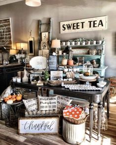Decorations for gift shops: best country store display ideas on pintere Visual Merchandising, Gift Shop Displays, Window Displays, Retail Store Displays, Flea Market Booth, Flea Market Displays, Flea Markets, Deco Cafe, Boutique Deco
