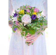 @johannarosengren.se  #flowers #bride #dress