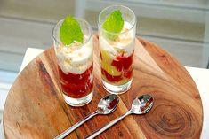 Rabarbertrifli - nem trifli med rabarber og makron Liv, Panna Cotta, Pudding, Ethnic Recipes, Desserts, Food, Dulce De Leche, Deserts, Custard Pudding