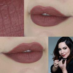 Batom Cecília é um cor de boca nude com aquele fundo mais marrom vermelho queimado. Batom Bala - Linha Bruna Tavares
