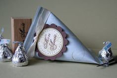these little paper containers are so easy to make, and could hold any number of small wedding favours!