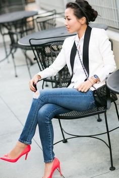 Casual Neon :: Tuxedo Blazer & Fluo Pink Pumps with Wendy Nguyen Style Désinvolte Chic, Look Chic, Mode Style, Looks Street Style, Looks Style, Winter Outfits, Casual Outfits, Cute Outfits, Casual Jeans