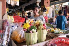 7/7(木)バリ島ウブドのお天気は晴れ。室内温度27.8℃、湿度65%。朝から活気のある市場。新鮮な野菜、フルーツ、お花がたーくさん♪朝から元気をもらいました♪