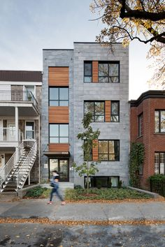 Facade jour Architecture, Montreal, Garage Doors, Multi Story Building, Condos, Mansions, House Styles, Outdoor Decor, Design