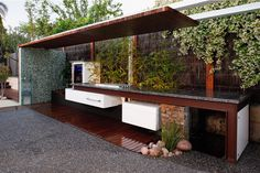 Divine Renovations OUTDOOR - Kitchen #Outdoor #Kitchen #Green #Garden