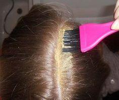Hořčice s cukrem.Ve východních kulturách již dlouho vědí, že hořčičné semínko je vynikající stimulant pro růst vlasů. Kromě toho, že absorbuje přebytečnou mastnotu, zlepšuje i krevní oběh a reguluje mazové žlázy, které se nacházejí na pokožce hlavy.   Nicméně, každá složka musí být rozum Face Yoga, Hair Health, Organic Beauty, Hair Loss, Hair Growth, Hair Hacks, Health And Beauty, Healthy Life, Beauty Hacks
