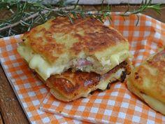 Toast di patate in padella farciti con sottilette e prosciutto cotto,un secondo piatto sfizioso e goloso!Un idea deliziosa
