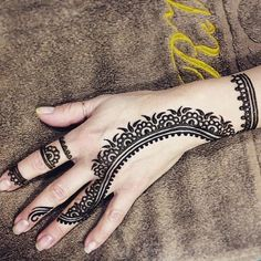 Everybody would love getting a henna tattoo once in a while. So, here are some wonderfun henna tattoo designs that you would love to see. Henna Hand Designs, Henna Tattoo Designs, Henna Designs For Men, Mehndi Designs For Hands, Tribal Designs, Mehndi Tattoo, Henna Tattoos, Henna Tattoo Kit, Tattoos Arm Mann