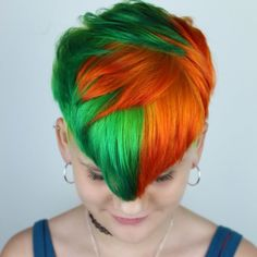 Loving this cute split color pixie by - try our Juniper Green + Siam Orange for a similar style! Hair Color Pixie Cut, Dyed Pixie Cut, Pixie Hairstyles, Cool Hairstyles, Pink Short Hair, Pulp Riot Hair Color, Hair Affair, Aesthetic Hair, Shaved Hair