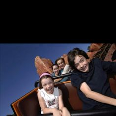 William Moseley,Anna Popplewell,Skandar Keynes,Georgie Henley on a roller coaster