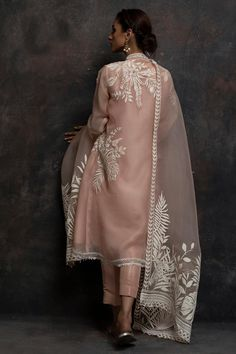 indian fashion Suits -- Click VISIT link above to read Shadi Dresses, Pakistani Formal Dresses, Pakistani Dress Design, Indian Dresses, Pakistani Fashion Casual, Indian Fashion Trends, Pakistani Outfits, Indian Outfits, Mode Bollywood