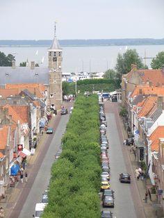 Voorstraat vanuit koepelkerk Willemstad